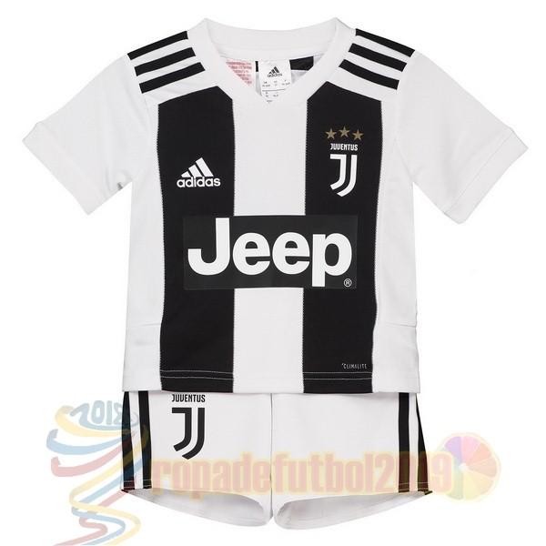 Mejores Tienda Camisetas Casa Conjunto De Niños Juventus 2018 2019 Blanco  Negro 1bb6a24627e2c